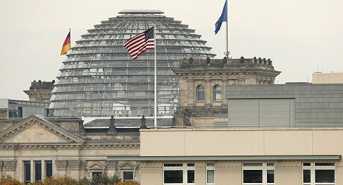 1037930063 - Washington menacerait Berlin de sanctions en cas de développement de la 5G avec la Chine