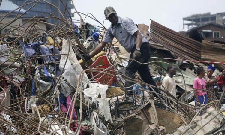 Le bilan monte à 20 morts après l'effondrement d'un immeuble à Lagos