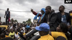 Franck Diongo (C) atomboli maboko nsima na bobimisami na boloko, Kinshasa, le 16 mars 2019.