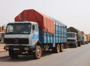 01 5 1 300x222 - GREVE ILLIMITEE DES CHAUFFEURS ROUTIERS  : Des dizaines de camions bloqués le long de la RN1