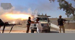 En Libye, les combats c'est aussi sur les réseaux sociaux