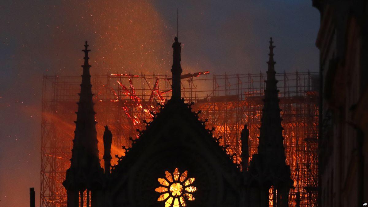 Notre-Dame de Paris ravagée par un incendie, émotion planétaire