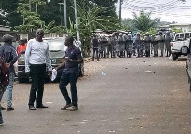 Gabon: le dialogue avec le bâton?