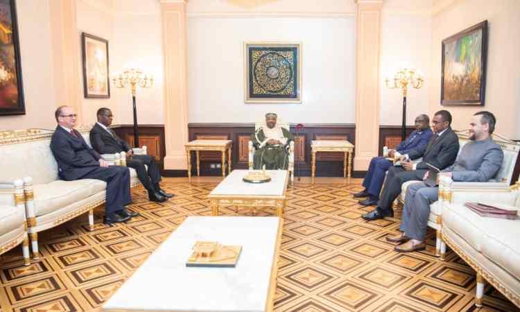 Ali Bongo a reçu en audience, le doyen et le vice-doyen du Corps diplomatique accrédité au Gabon