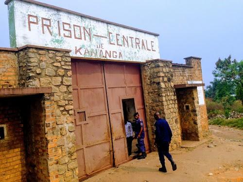 Des hauts responsables de l'armée se rendent à la prison de Kananga pour faire baisser la tension