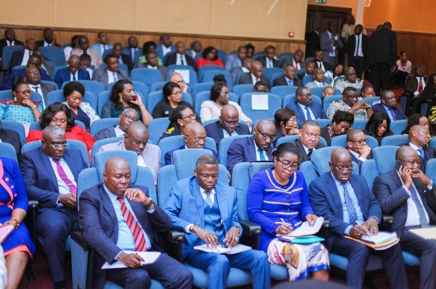 Gabon : Nkoghe Bekale tend la main au Conseil économique