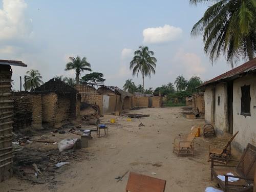 Kisangani : 21 maisons incendiées par des jeunes en colère contre les tracasseries