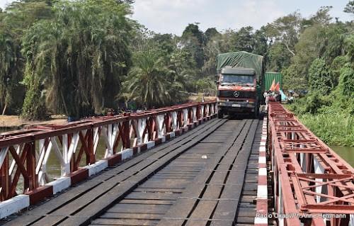 Nord Kivu reprise du trafic sur le pont Semuliki reliant les villes de Beni et Butembo - Nord-Kivu : reprise du trafic sur le pont Semuliki reliant les villes de Beni et Butembo