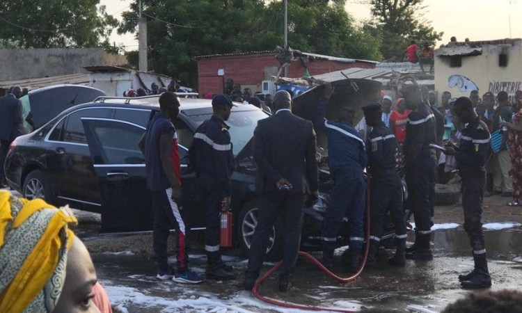 Sénégal : La voiture de Macky Sall prend feu