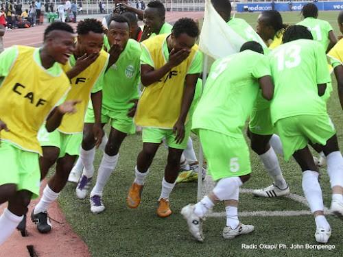 Des joueurs du DCMP célèbrent la victoire contre Lupopo le 20/05/2012 au stade des Martyrs à Kinshasa, score: 4-0. Radio Okapi/ Ph. John Bompengo