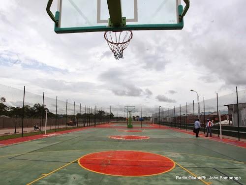 Terrain de basket pour des habitants de la nouvelle cité M'zee L.D. Kabila le 11/03/2014 à Kinshasa. Radio Okapi/Ph. John Bompengo