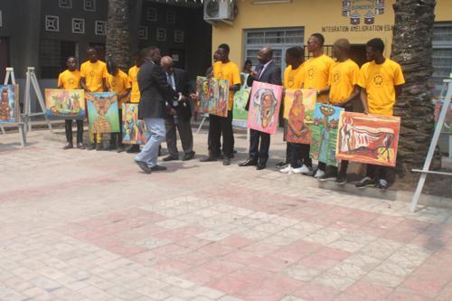 Kinshasa exposition des tableaux de peinture realises par des - Kinshasa : exposition des tableaux de peinture réalisés par  des jeunes sourds