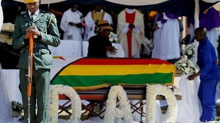 Zimbabwe: L'ex-président Robert Mugabe a été enterré dans son village