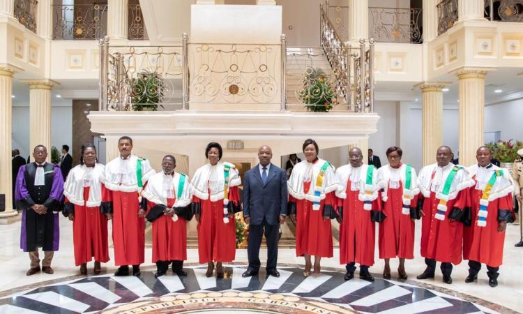 Gabon :  En présence d'Ali Bongo, prestation de serment des 9 juges de la cour constitutionnelle