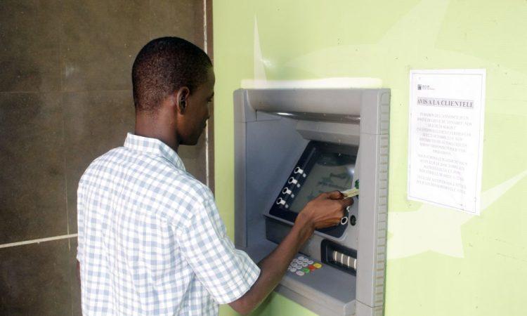 Banques et assurances : Le secteur paralyse par la grève
