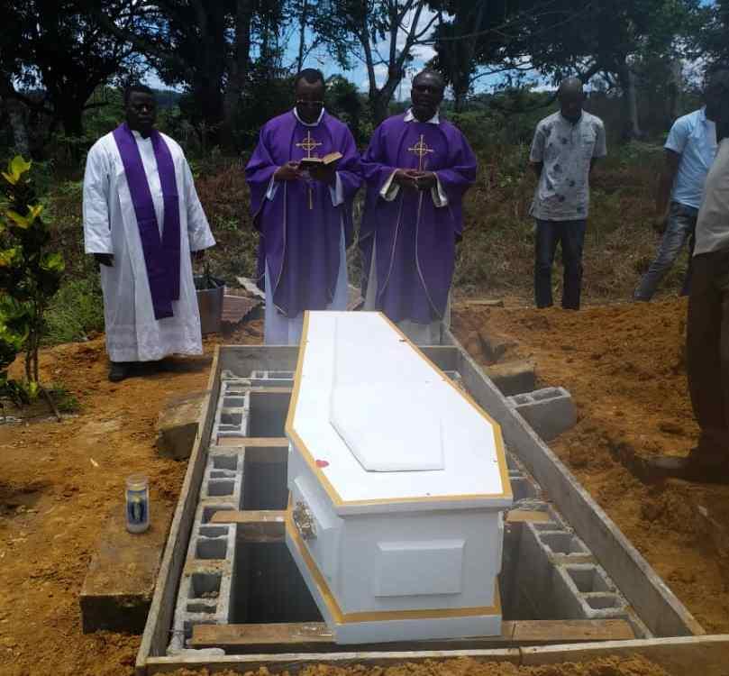 Nécrologie/Inhumation:l'Ambassadeur,Basile Edmond Lindoughou se repose désormais parmi les siens.