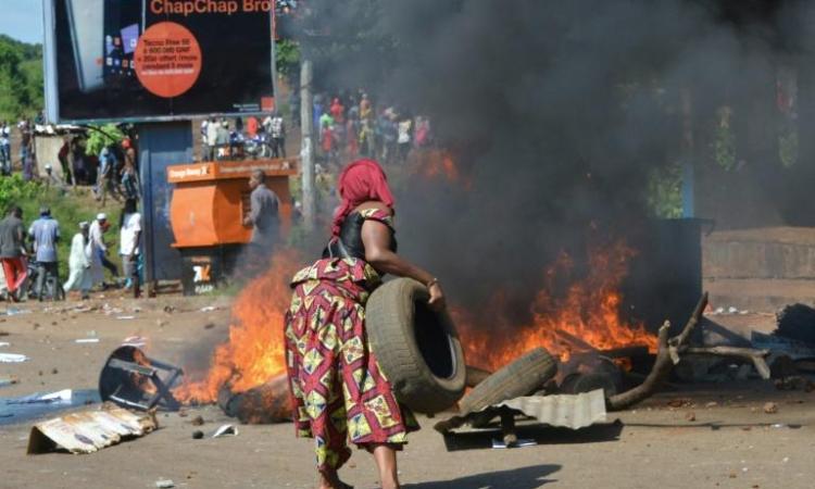 Un flot de Guinéens se déverse dans Conakry contre le président Condé