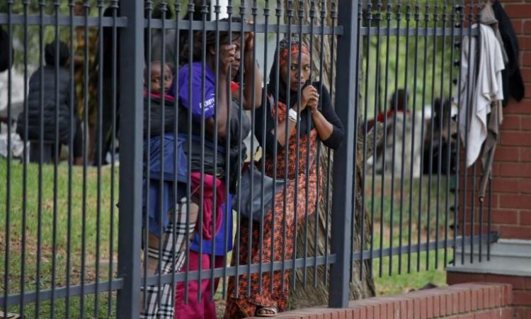 «Revenez demain»: le parcours sans issue des demandeurs d'asile en Afrique du Sud