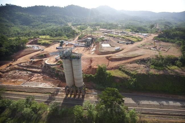 Le géant ArcelorMittal menace de geler ses investissements au Liberia