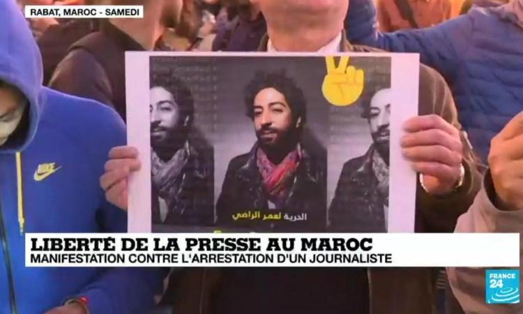 Des centaines de Marocains manifestent contre l'arrestation d'un journaliste