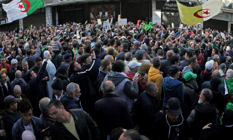 Algérie: un journaliste sous mandat de dépôt, deux opposants maintenus en détention