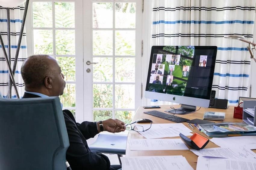 Gabon : Ali Bongo travaille en vidéoconférence