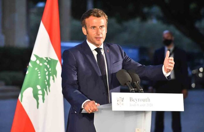 01 09 2020 Dalati Emmanuel Macron aide residence des pins AHM6921 696x463 1 -
