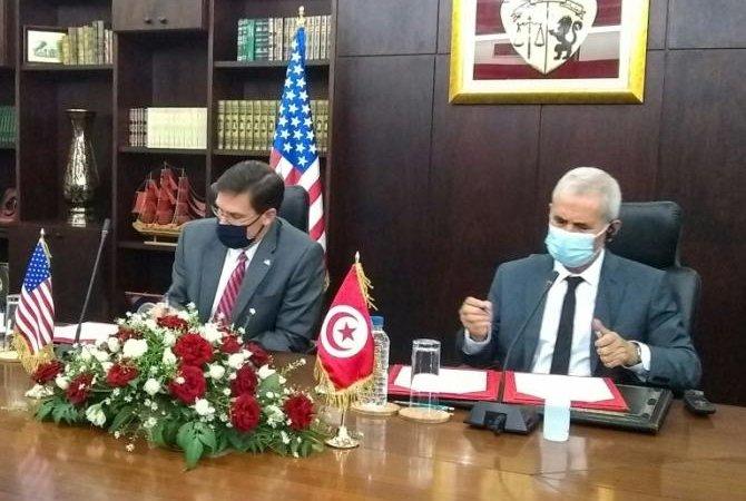Le chef du Pentagone signe à Tunis un accord de coopération militaire