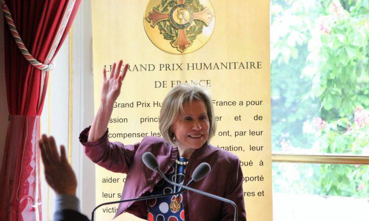 GRAN PREMIO 78 Copie 2048x1365 1 - Vœux de Noel et de nouvel An de Mme Lucie CALDERON CRESSENT, Présidente du Grand Prix Humanitaire de France.