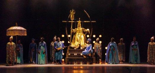 Vol du Boli la cour 524x248 - «Le vol du Boli»: l'opéra-spectacle qui chante 800 ans d'histoire africaine
