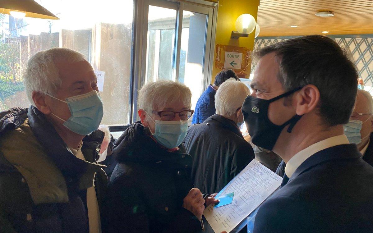 EsAiRjAWMAQ11zs - France, CHU de Grenoble, lancement de la campagne vaccinale contre la Covid-19 pour les plus de 75 ans
