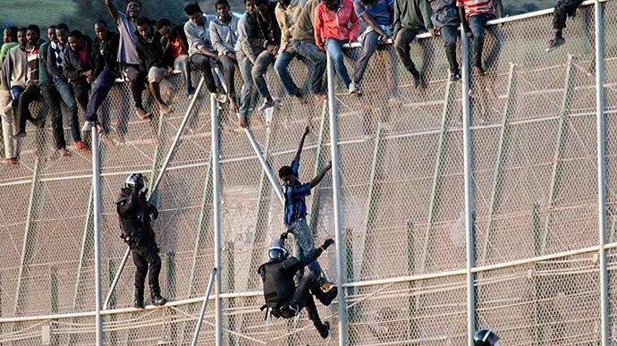 Espagne-Maroc: 150 migrants tentent de passer la frontière à Melilla