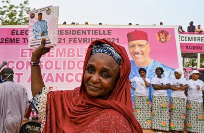 Présidentielle au Niger: le fidèle Bazoum va succéder à son mentor Issoufou