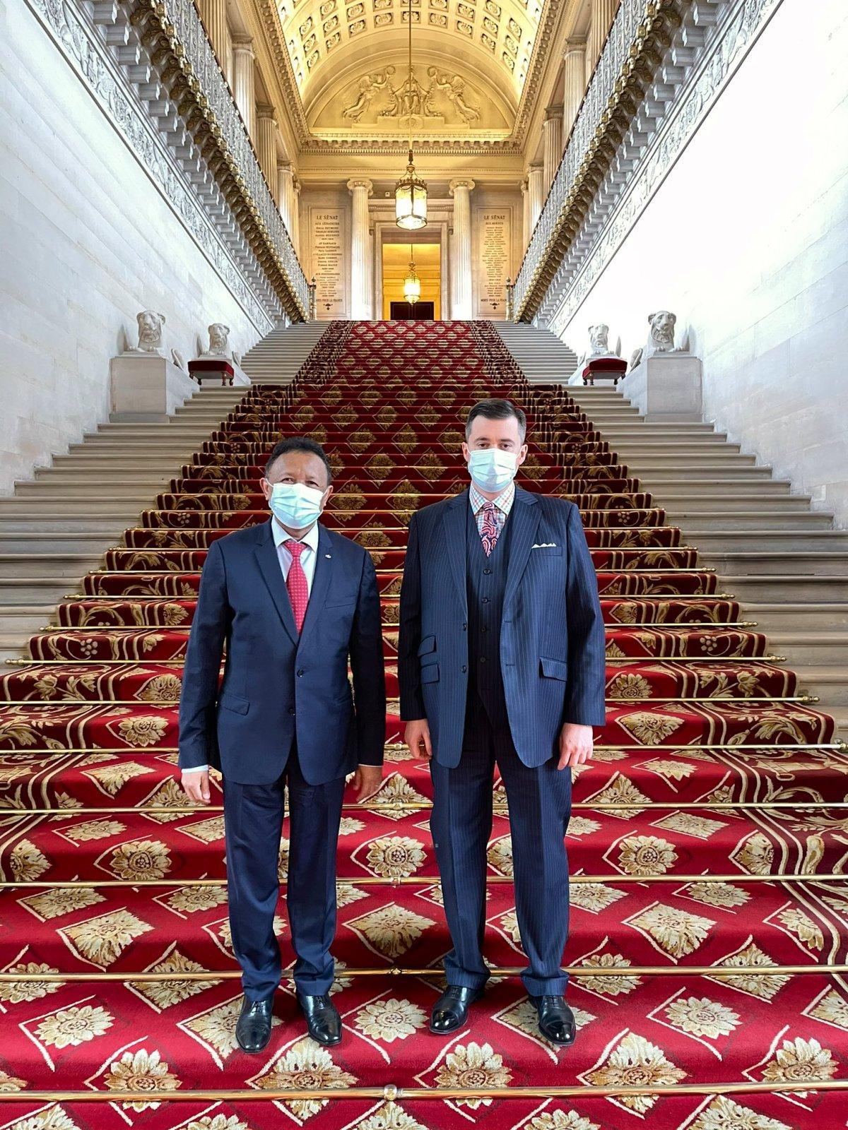 ExVZggyWUAMAP9H - France : l'ancien président de Madagascar, Hery Rajaonarimampianina reçu au Sénat