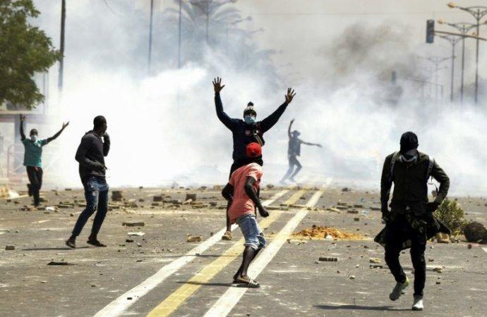 Le président sénégalais sous pression face à la menace de nouveaux troubles