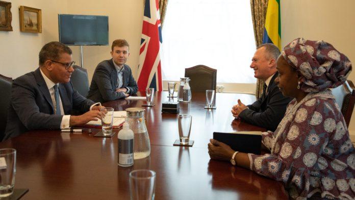Climat Le ministre gabonais de lEnvironnement Lee White sentretient - Climat : Le ministre gabonais de l'Environnement Lee White s'entretient à Londres avec le président de la COP 26 Alok Sharma