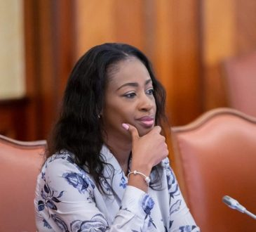 Nos traditions ont toujours donne une place privilegiee aux - « Nos traditions ont toujours donné une place privilégiée aux femmes » (Erlyne Antonela Ndembet Damas, ministre gabonaise de la Justice)