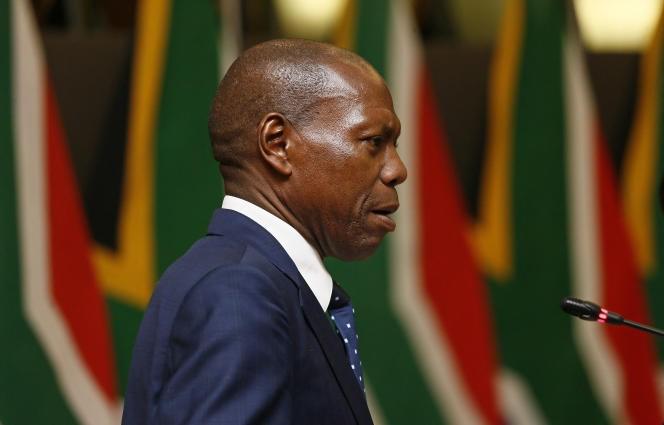 Afriquedu Sud: important remaniement, départ du ministre de la Santé accusé de corruption