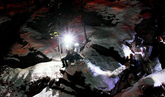 Neu im Winter 2010: Gorge Alpine by night. Holen Sie sich den Adrenalin-Kick. (PHOTOPRESS/Saas-Fee) --------- New in winter 2010: Gorge Alpine by night. Treat yourself to an adrenaline rush. (PHOTOPRESS/Saas-Fee) --------- Nouveau en hiver 2010: Gorge Alpine by night. MontÈes díadrenaline garanties. (PHOTOPRESS/Saas-Fee)