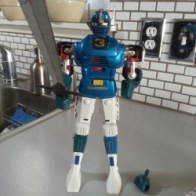 Gardian DX Godaikin 1982 came out originally in Japan as Popy GB-09,GB-10, and GB-11 in 1979 from anime Toshi Gordian(闘士ゴーディアン) 1979-1980