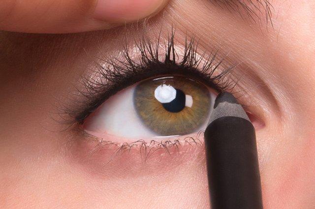 Kết quả hình ảnh cho Tightline Your Eye Lashes