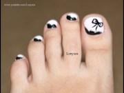 pink & black toe nail design