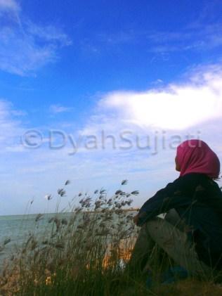 menatap lukisan langit