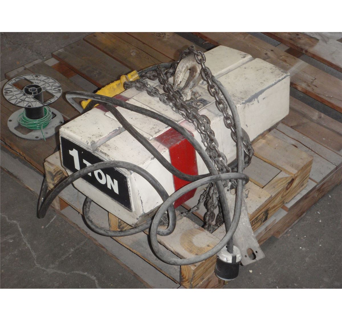 small resolution of image 1 1 ton coffing hoist
