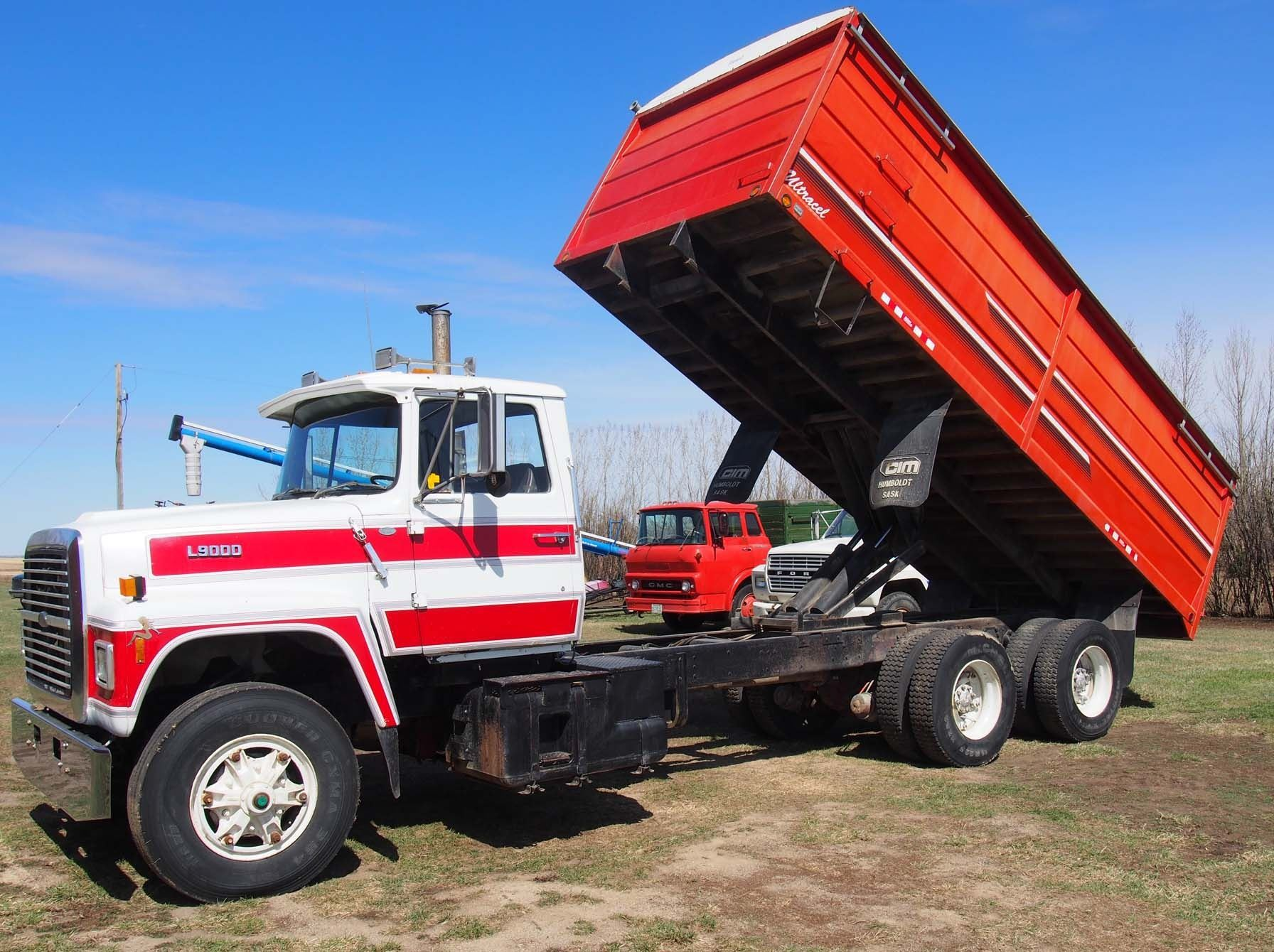 hight resolution of  image 11 1988 ford l9000 tandem truck 855 cummings engine 20 box and