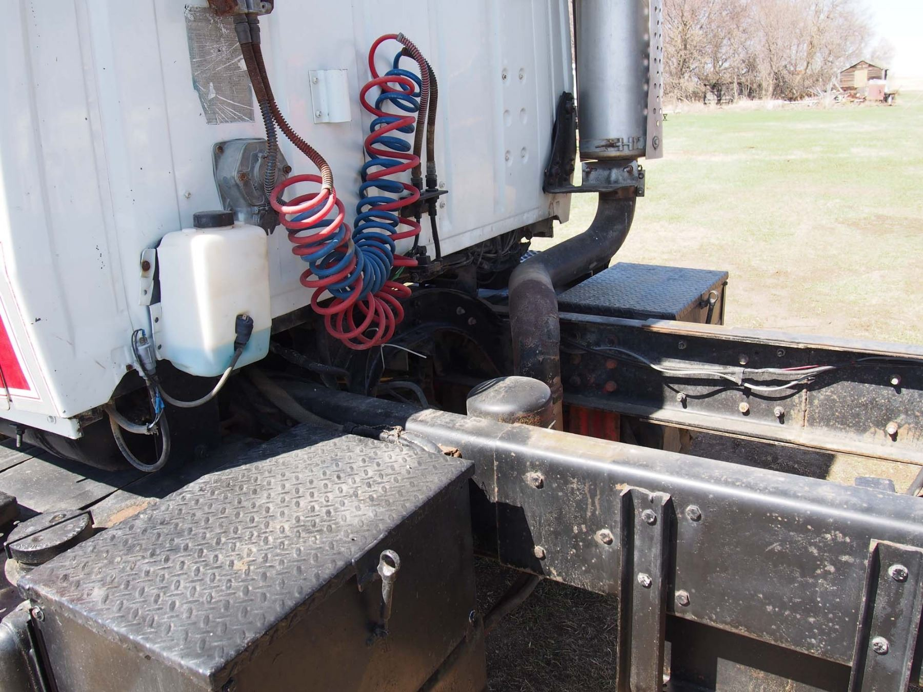 medium resolution of  image 13 1988 ford l9000 tandem truck 855 cummings engine 20 box and