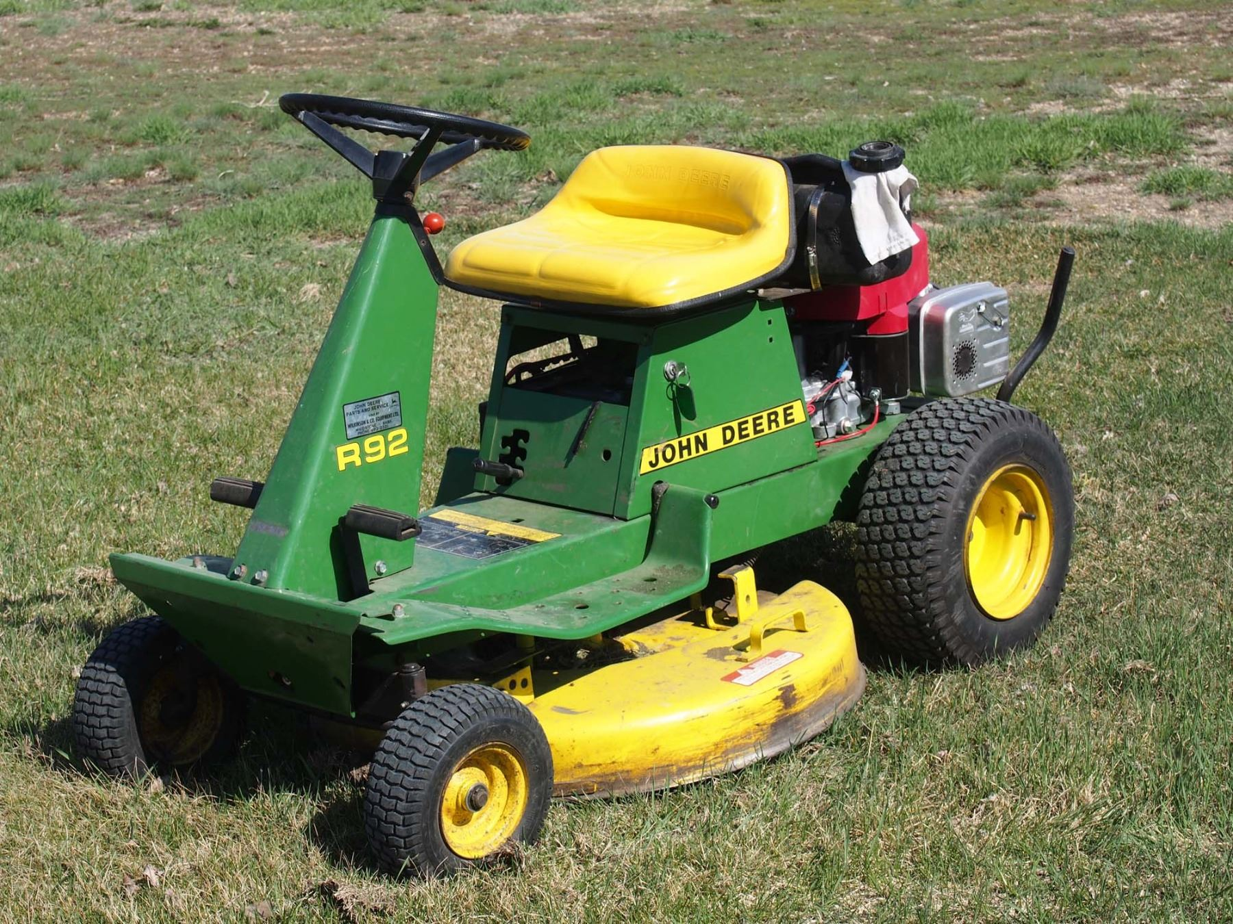 small resolution of image 1 john deere r92 riding lawn mower 10 1 2 hp
