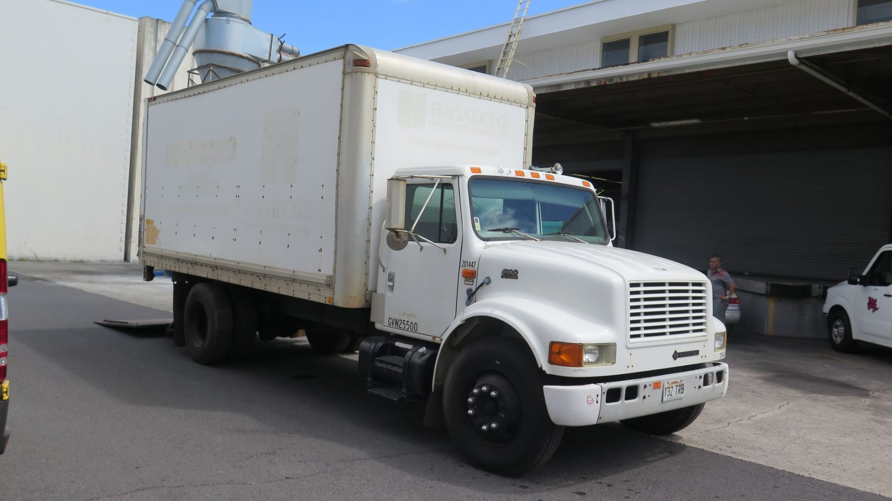medium resolution of  image 3 1997 international box truck with lift gate