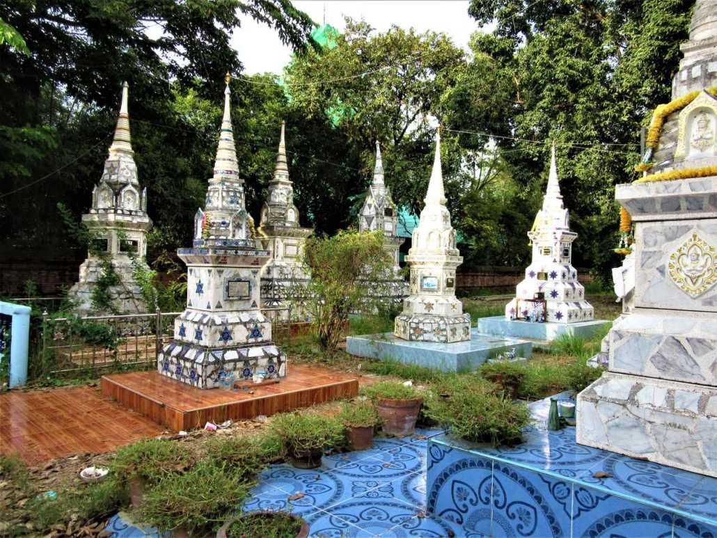 Wat Phutthaisawan, Ayutthaya, funerary stupas