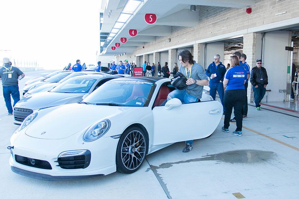 Porsche 911 Turbo S - COTA F1 Track